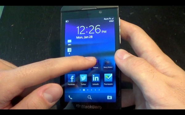 blackberry-10-lock-screen-700x437