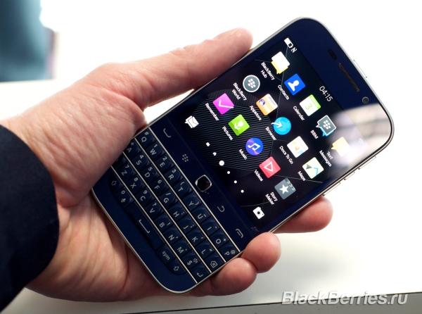 BlackBerry-Classic-White-Blue-Bronze_003