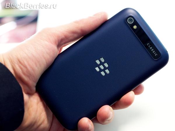 BlackBerry-Classic-White-Blue-Bronze_004
